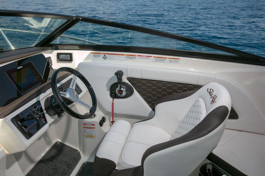 Sea Ray Sun Sport 230 - pilot seat