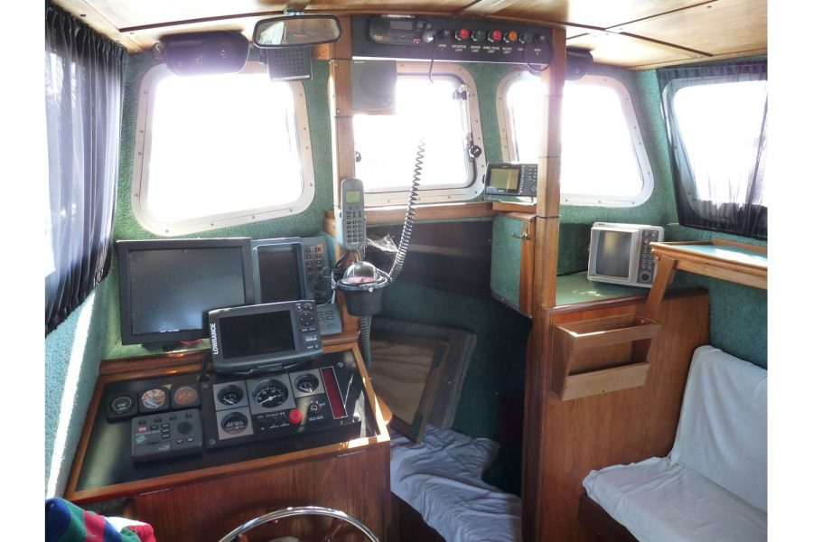 Bounty Boats Starfish 8m - wheelhouse and cabin