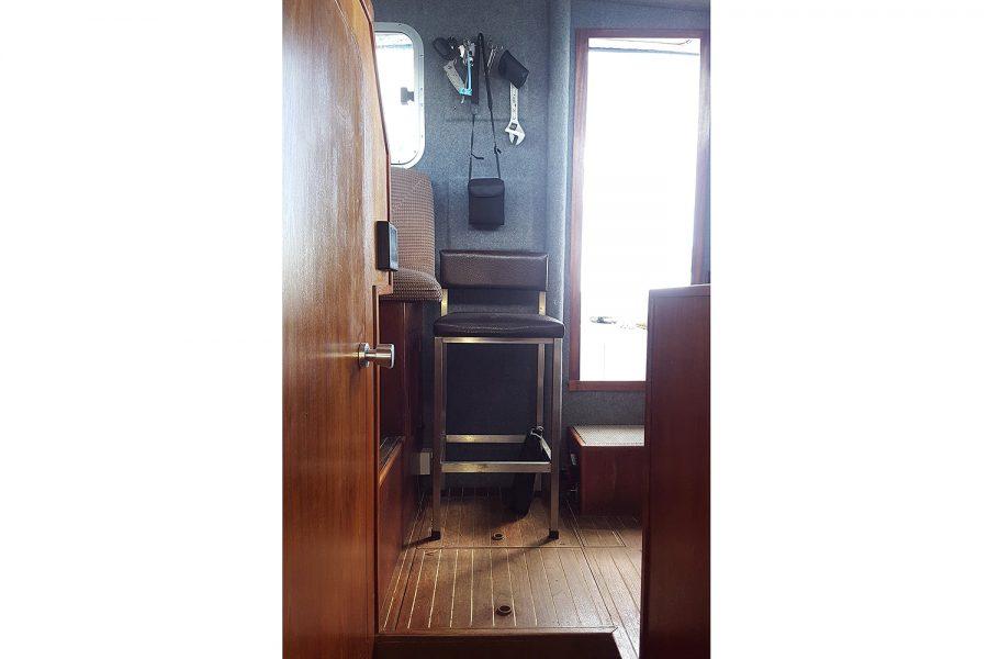 Cox 27 Family Fisher - wheelhouse aft seating