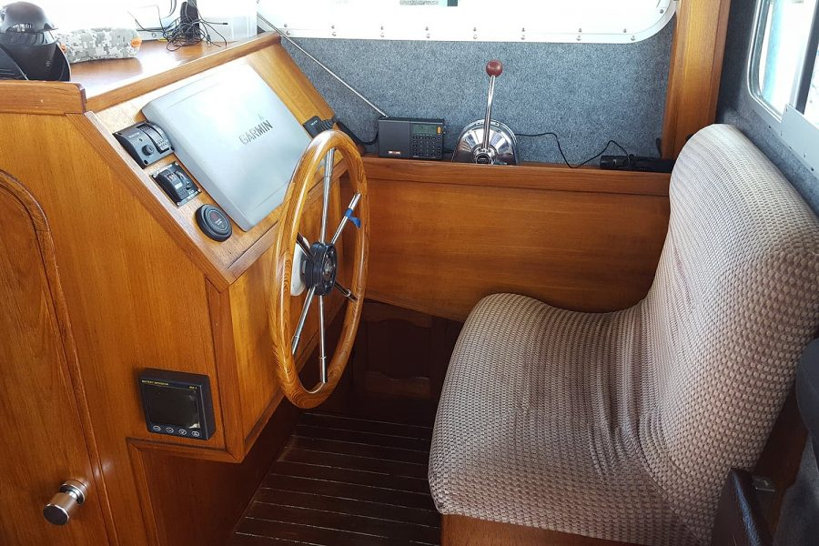Cox 27 Family Fisher - helm position