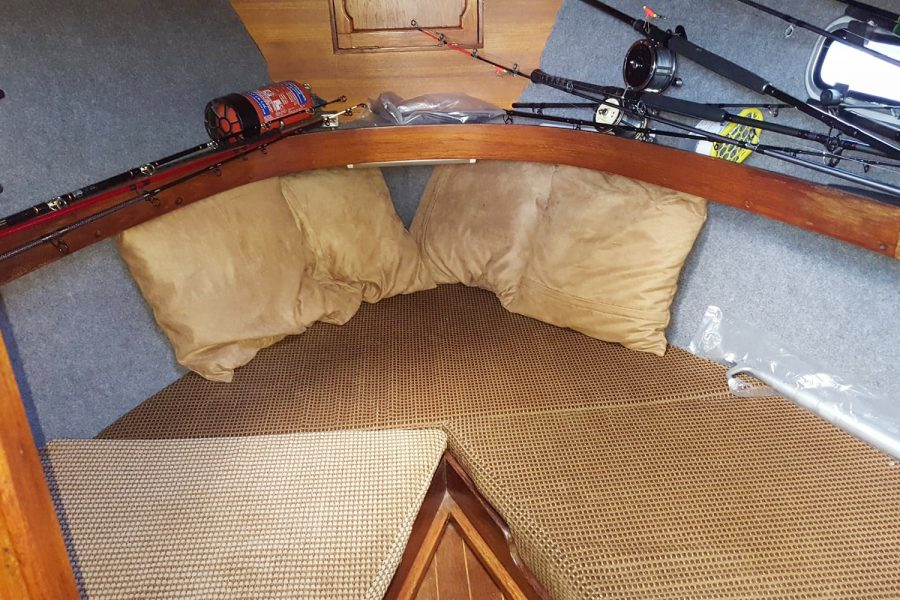 Cox 27 Family Fisher - V berth cabin