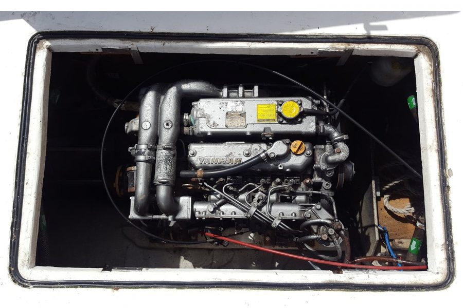 Cox 27 Family Fisher - engine compartment