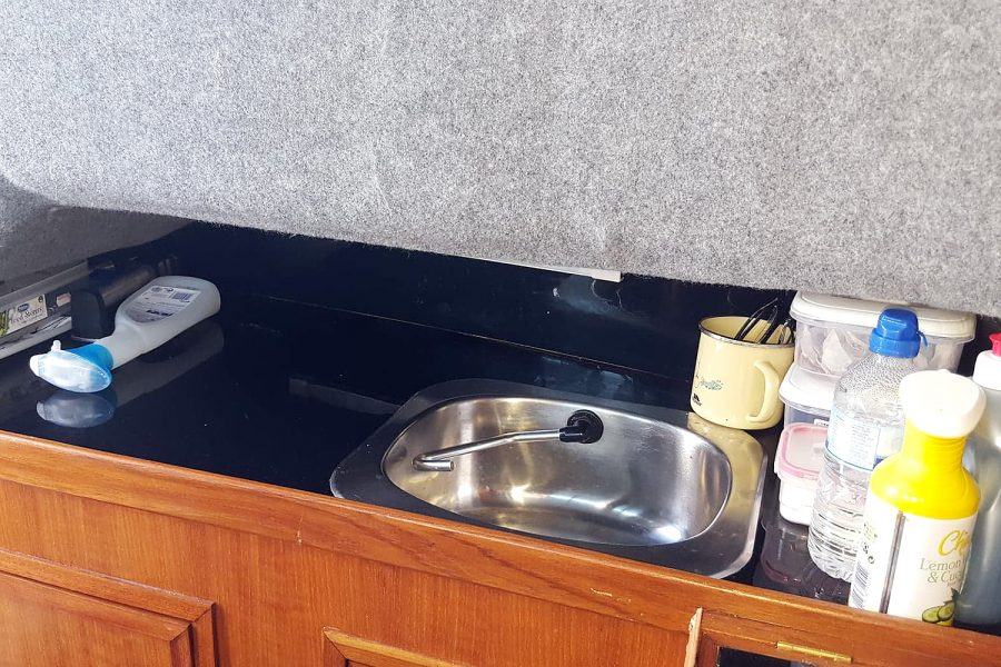Cox 27 Family Fisher - galley sink
