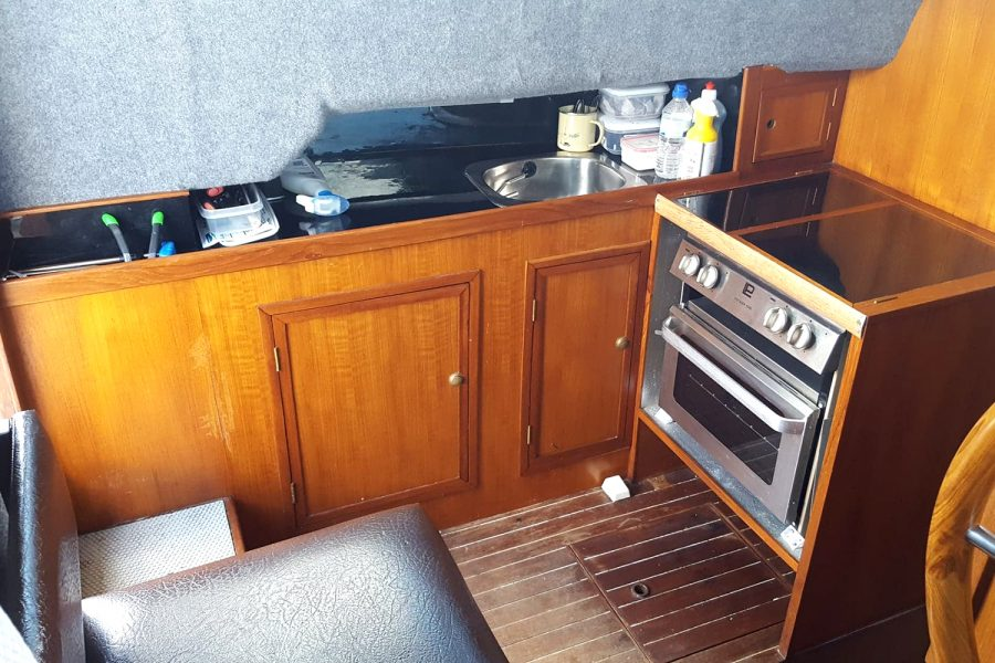 Cox 27 Family Fisher - galley