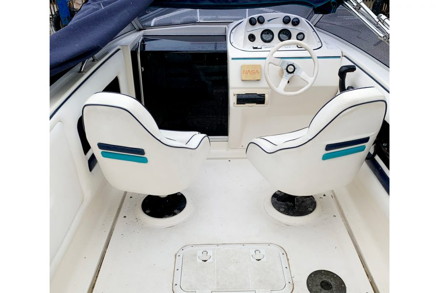 Fletcher Sportscruiser 18 GTS - helm and copilot seat