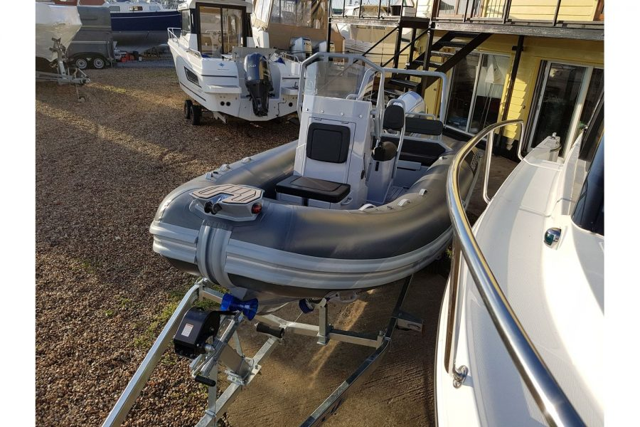 Highfield DL 540 RIB - bow and console