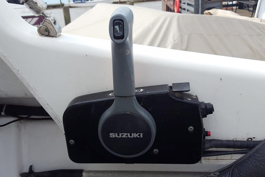 Warrior 175 fishing boat - engine controls