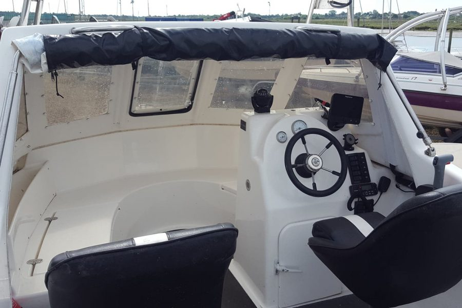 Warrior 175 fishing boat - helm and co-pilot seats