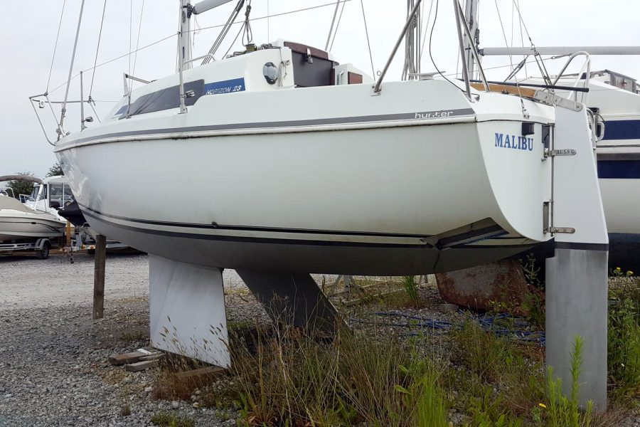Hunter Horizon 23 Bilge Keel - port side transom