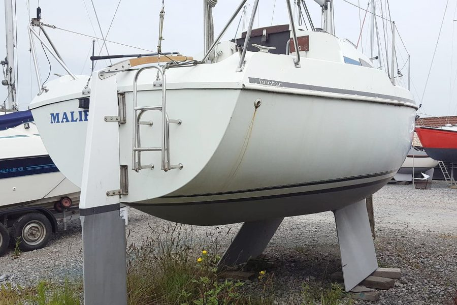 Hunter Horizon 23 Bilge Keel - starboard side transom