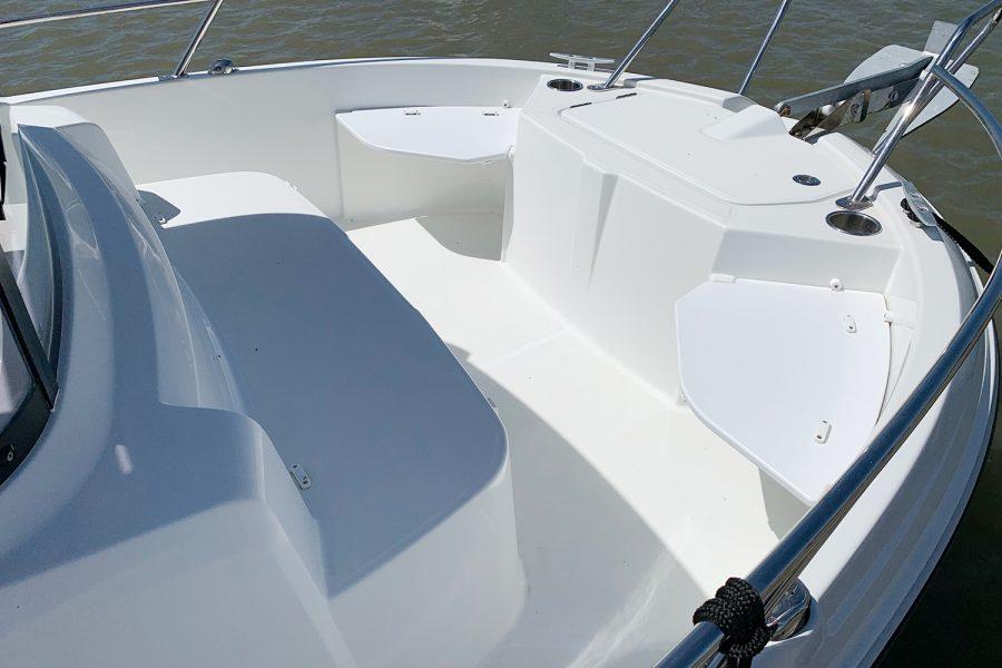 Beneteau Barracuda 7 - bow seating