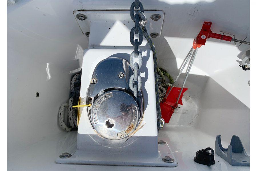 Beneteau Barracuda 7 - electric windlass