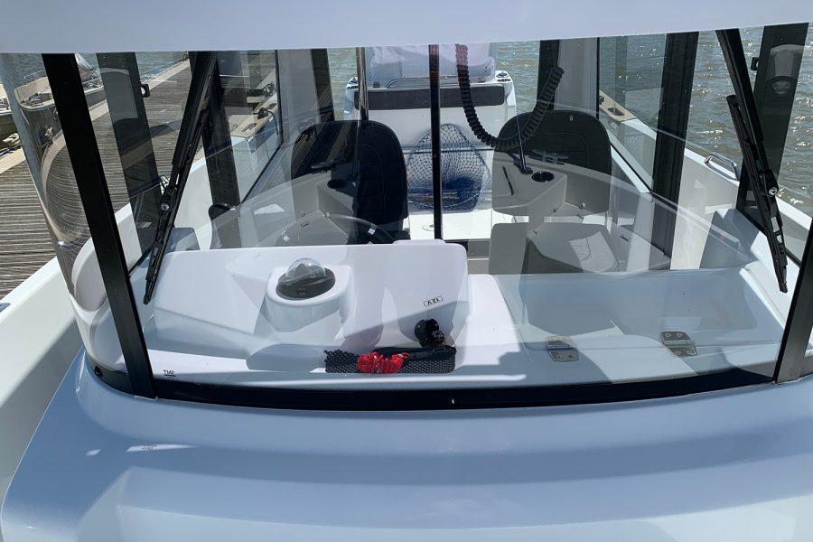 Beneteau Barracuda 7 - view towards helm positon