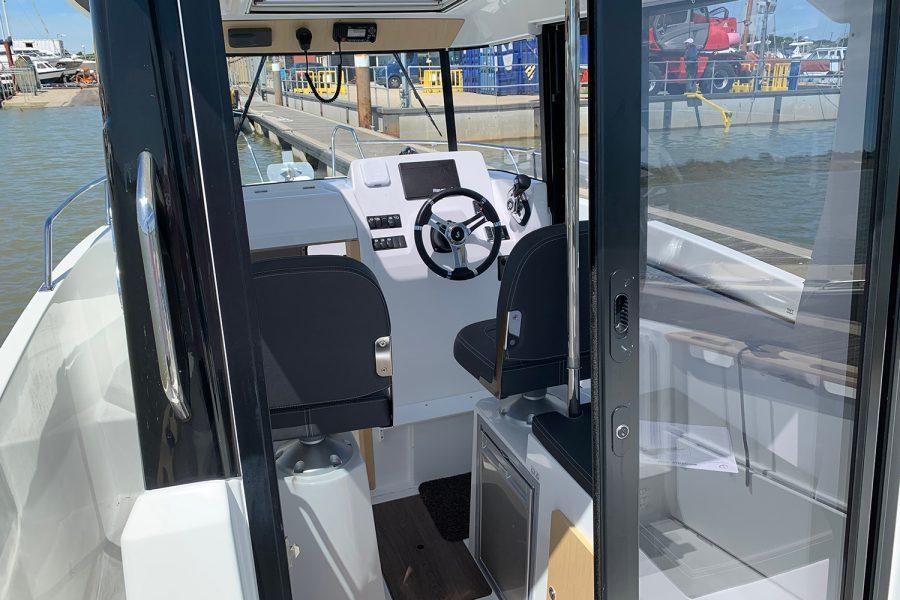 Beneteau Barracuda 7 - wheelhouse aft door