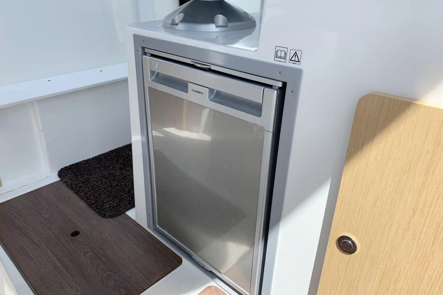 Beneteau Barracuda 7 - fridge