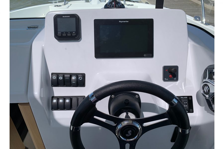 Beneteau Barracuda 7 - helm position