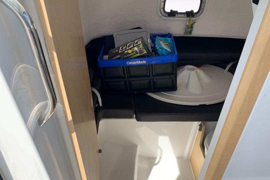 Beneteau Barracuda 7 - storage cuddy