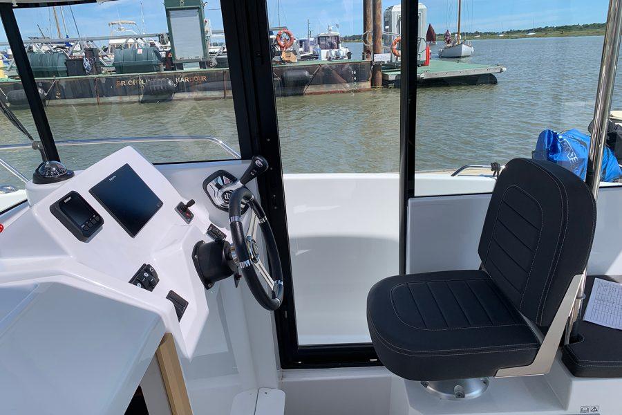Beneteau Barracuda 7 - wheelhouse starboard side door