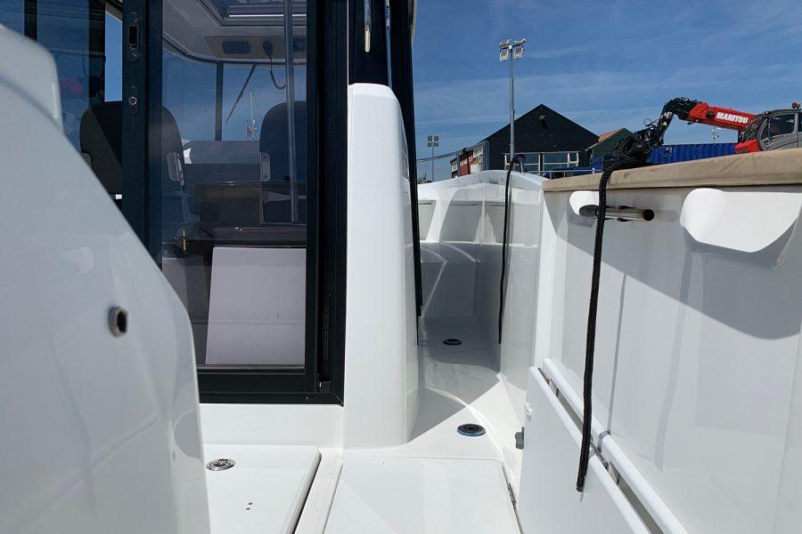 Beneteau Barracuda 7 - side deck on starboard