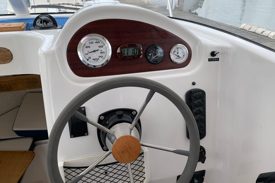 Quicksilver 640 - helm position