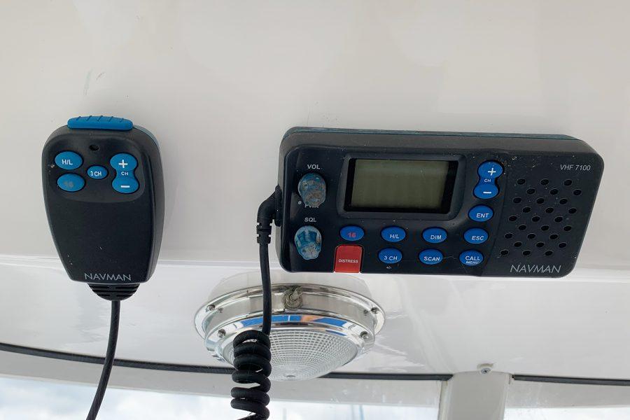 Quicksilver 640 - Navman VHF radio