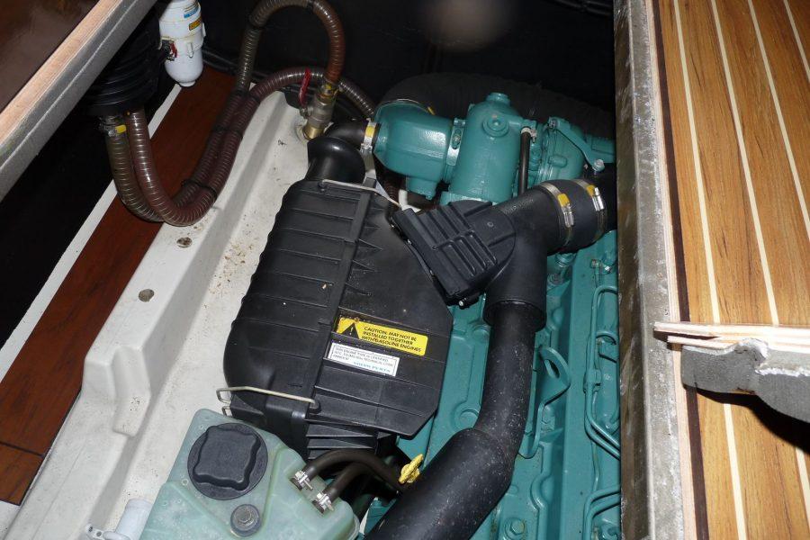 Jeanneau Merry Fisher 925 flybrdige cruiser - engine compartment