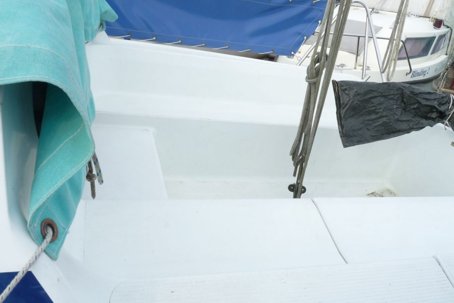 Hunter Horizon 23 Bilge Keel - cockpit spray dodgers