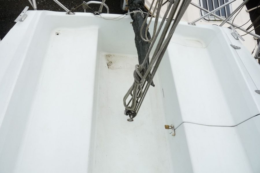 Hunter Horizon 23 Bilge Keel - cockpit seating