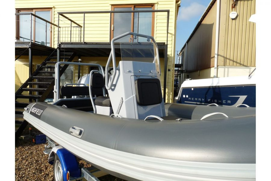 Highfield DL 540 RIB - starboard side bow and console