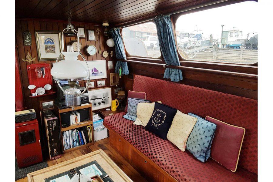 Tjalk 17m Dutch Motor Sailing Barge - saloon setee berth