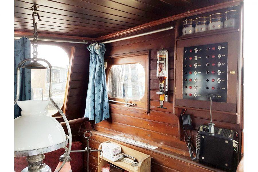 Tjalk 17m Dutch Motor Sailing Barge - oil lamp