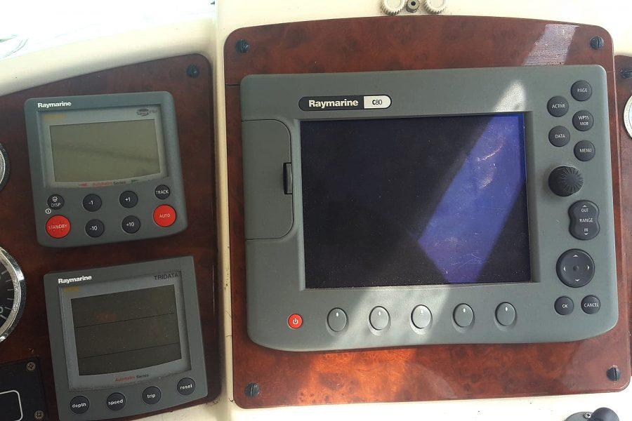 Prestige 34S - Orion - Raymarine electronics
