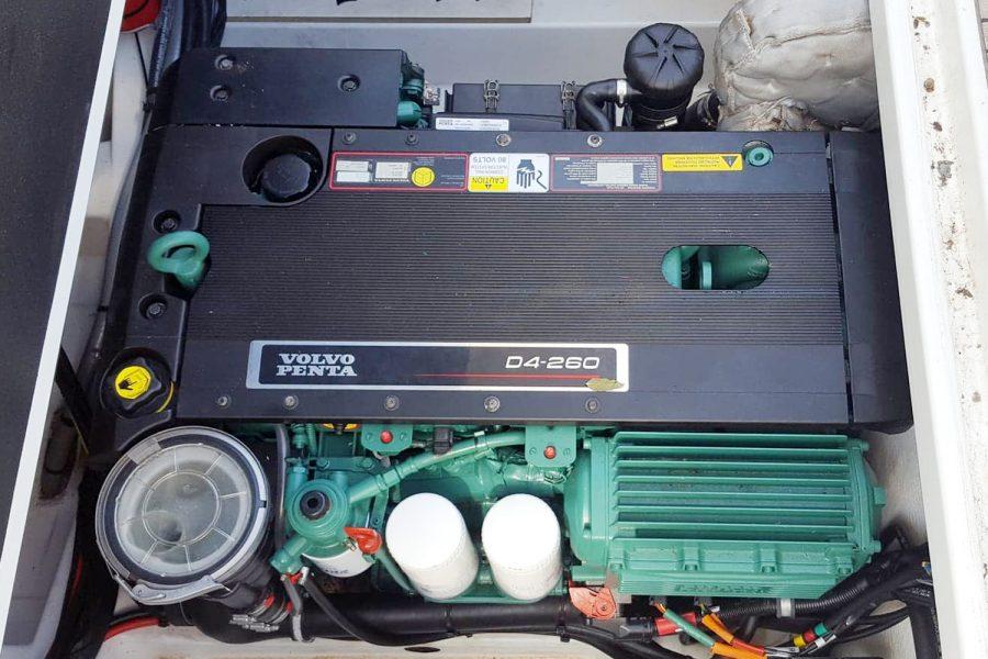 Jeanneau NC 9 - inboard diesel engine