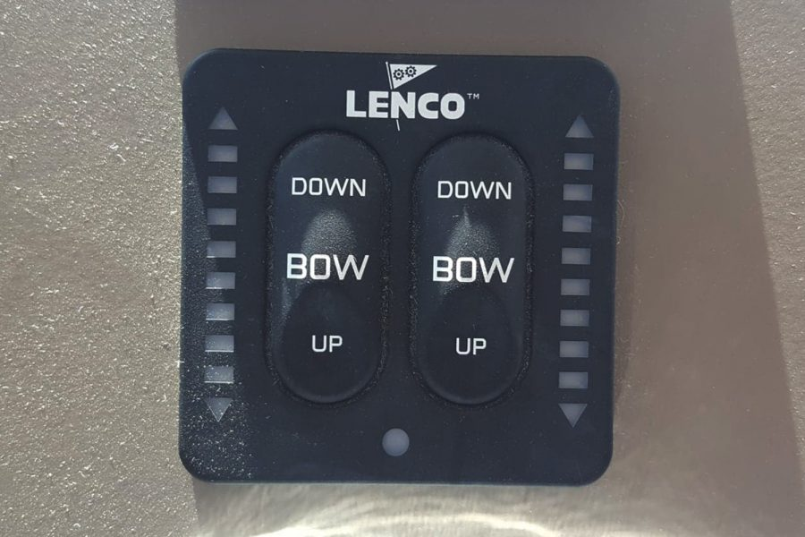 Jeanneau NC 9 - lenco trim tab controls