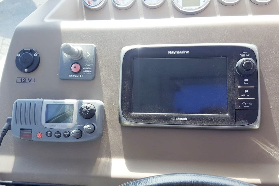 Jeanneau NC 9 - navigation electronics