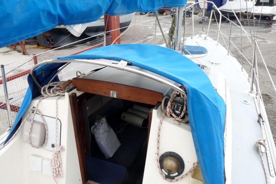 Folkdancer 27 sailing yacht - wheelhouse roof