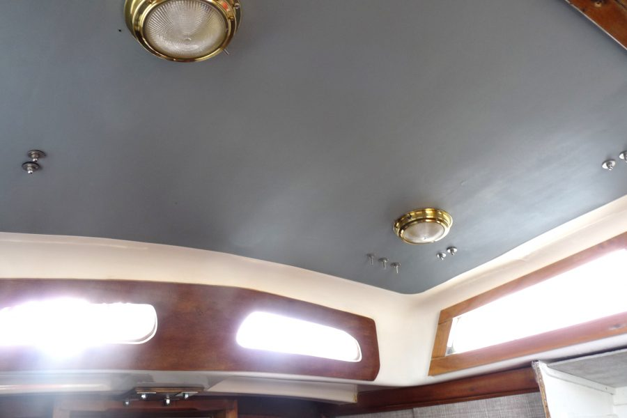Folkdancer 27 sailing yacht - wheelhouse interior lights
