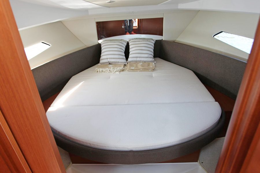 Jeanneau NC 9 - master suite