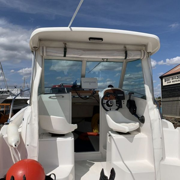 Jeanneau Merry Fisher 580 - view into cockpit