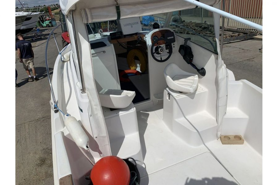 Jeanneau Merry Fisher 580 - cockpit overview