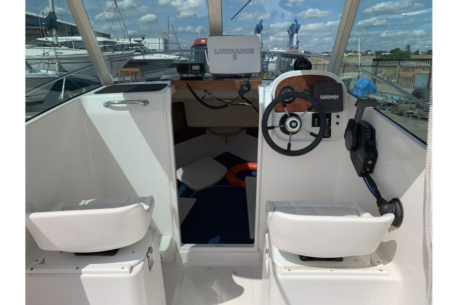 Jeanneau Merry Fisher 580 - pilot and co-pilot seats