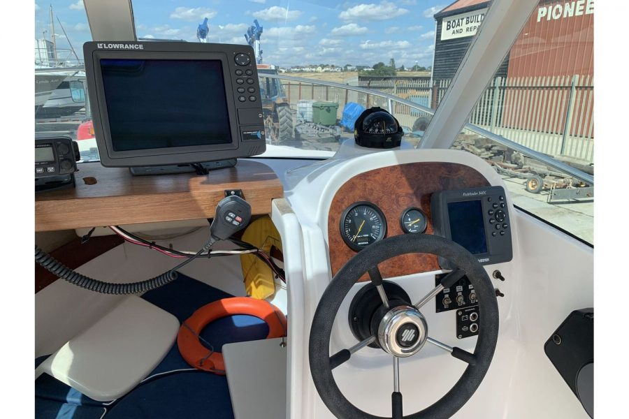 Jeanneau Merry Fisher 580 - helm position