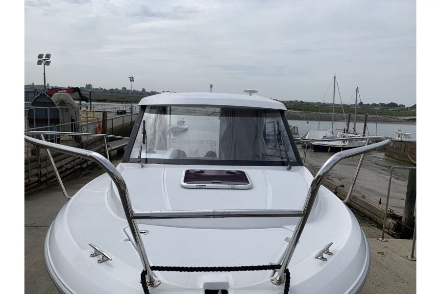 Jeanneau Merry Fisher 645 - Firefly - bow and windscreen
