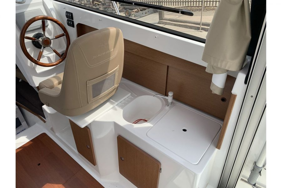Jeanneau Merry Fisher 645 - Firefly - wheelhouse galley with sink