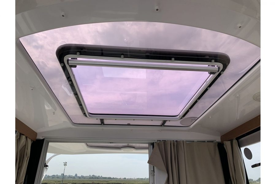 Jeanneau Merry Fisher 645 - Firefly - wheelhouse roof hatch