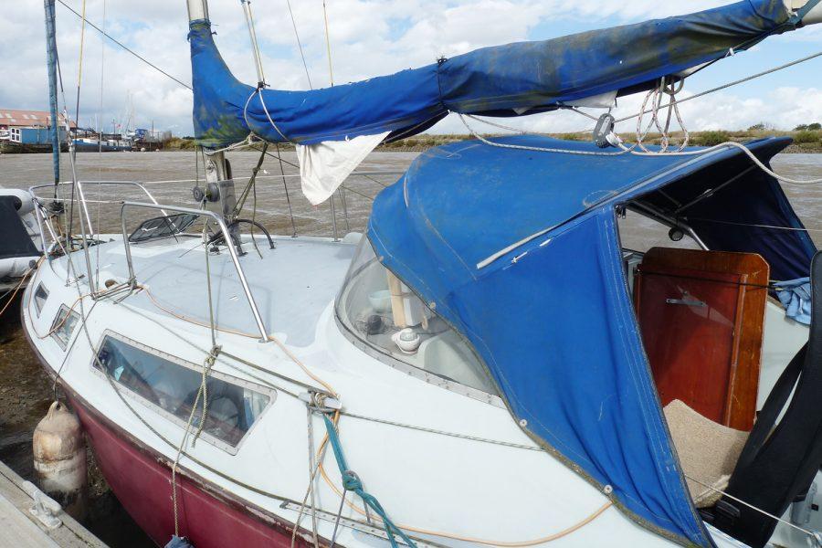 Halmatic 8.80 bilge keel yacht - spray dodgers