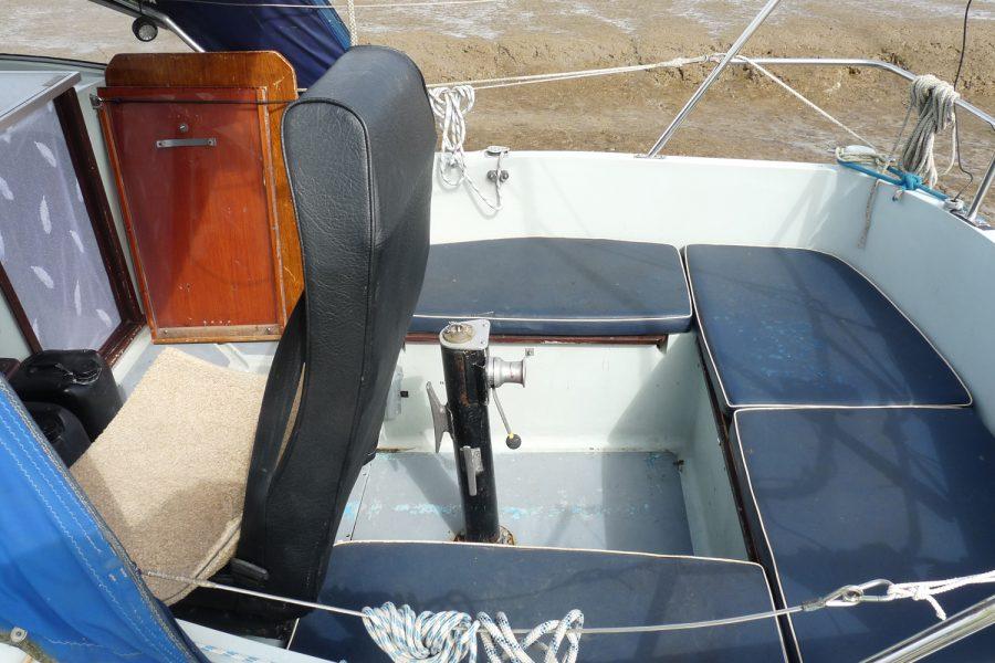 Halmatic 8.80 bilge keel yacht - cockpit