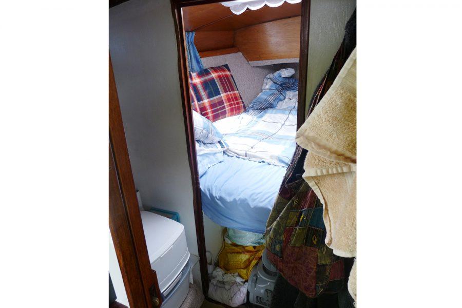 Halmatic 8.80 bilge keel yacht - cabin