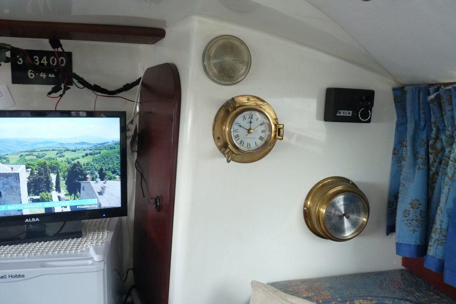 Halmatic 8.80 bilge keel yacht - clock and barometer