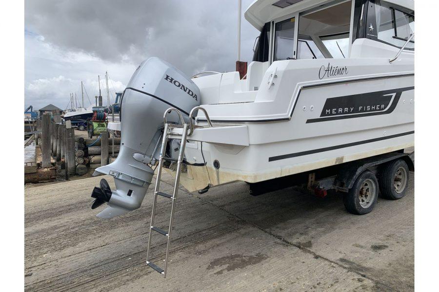 Jeanneau Merry Fisher 755 - fishing boat - boarding ladder